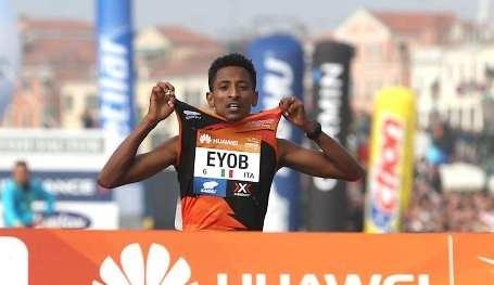 Eyob, trionfo alla Venice Marathon: l'eritreo vicentino comincia a sognare in grande. Video