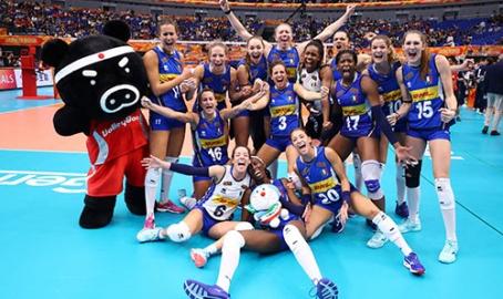 Volley, fantastiche azzurre: sulla strada dell'oro fermate dalla Serbia. Piccinini: la loro forza è essere outsider con la mente leggera. Video