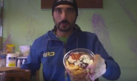 Patagonia, 250 km a piedi: la sfida alimentare di Alessandro. Ecco come e cosa mangia. Video
