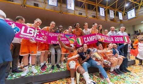 La Juve del basket non delude: Famila Schio ancora tricolore. Il fair play di Isabelle, il grande cuore di Raffaella e quello dei fan: #iotifosveva