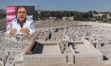 Il manager del Giro 'sgamato' dai pellegrini trevigiani sulla strada di Gerusalemme. E la corsa rosa 2018 parte da lì